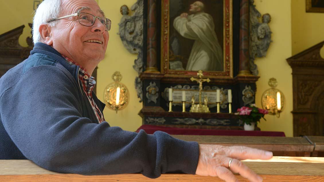 Friedhelm Brockhausen kennt alle Details der kleinen Kapelle.