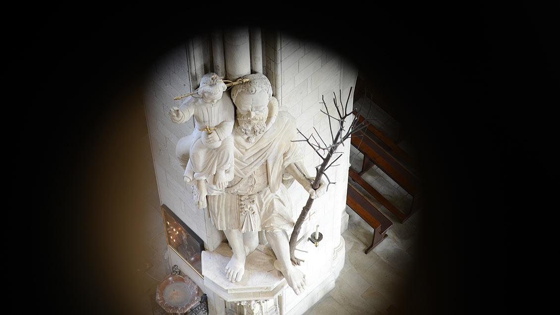 Blick auf die Christophorus-Statue.