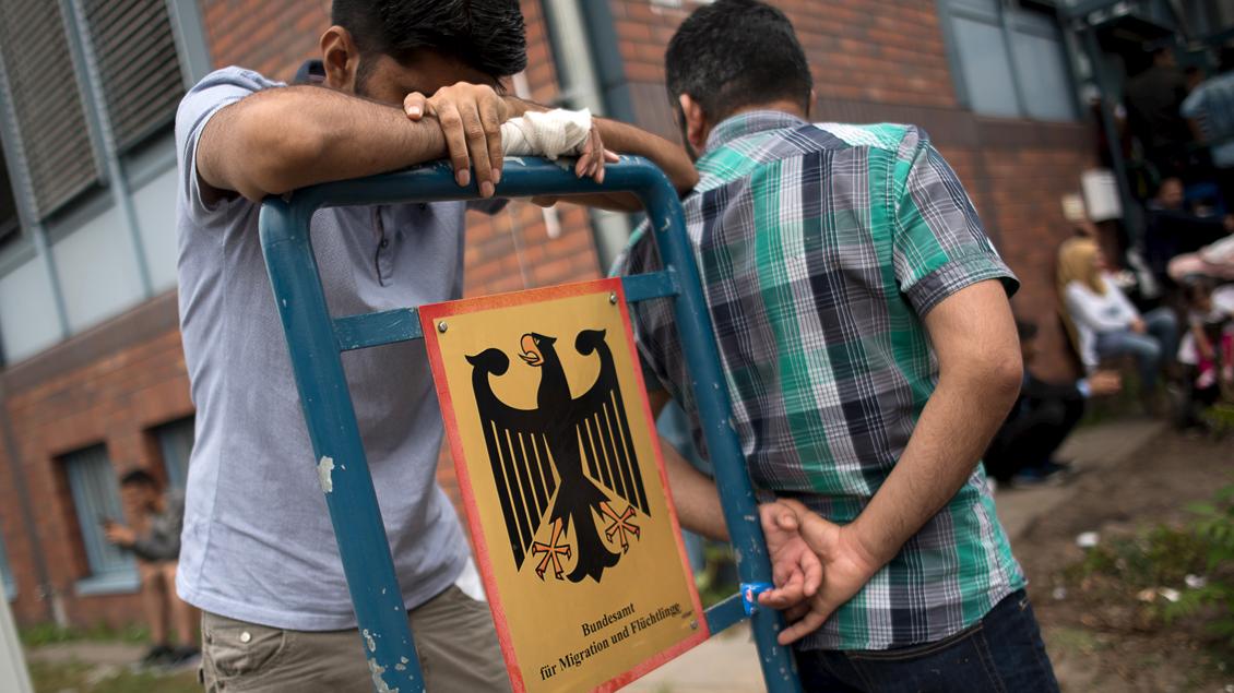Bild: Flüchtlinge am Bundesamt für Migration und Flüchtlinge (BAMF).
