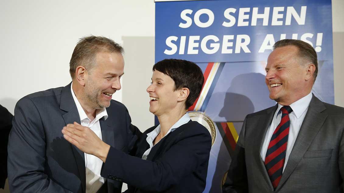 Gratulation nach Wahlerfolg in Mecklenburg-Vorpommern.