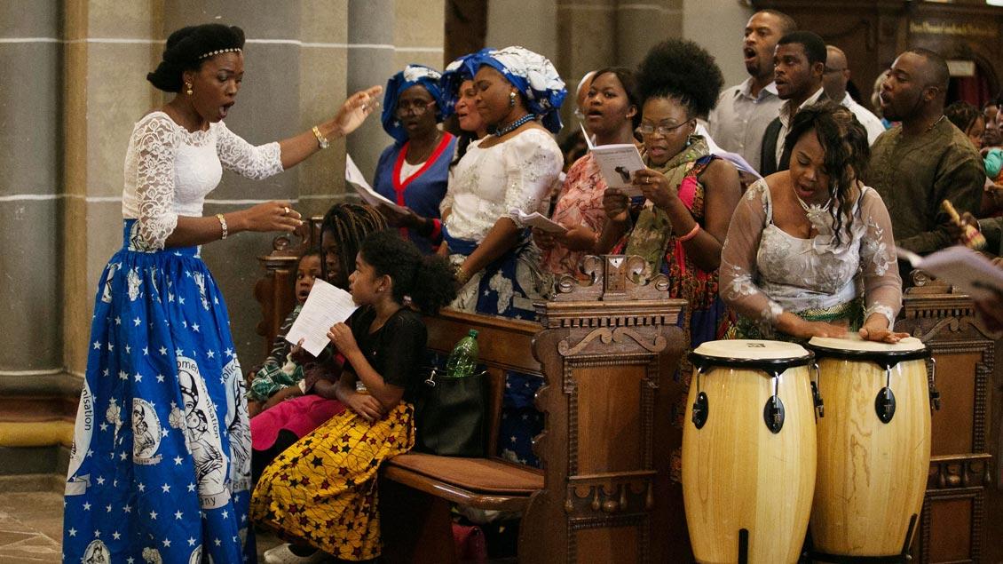 Afrikanische Musik im Gottesdienst.