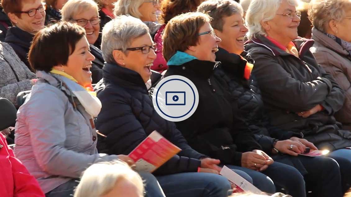 3.500 Frauen feierten gemeinsam auf dem Domplatz.