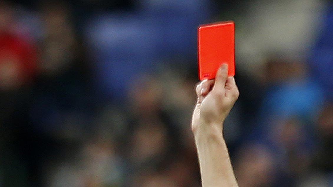 Rote Karte. Foto: Reuters