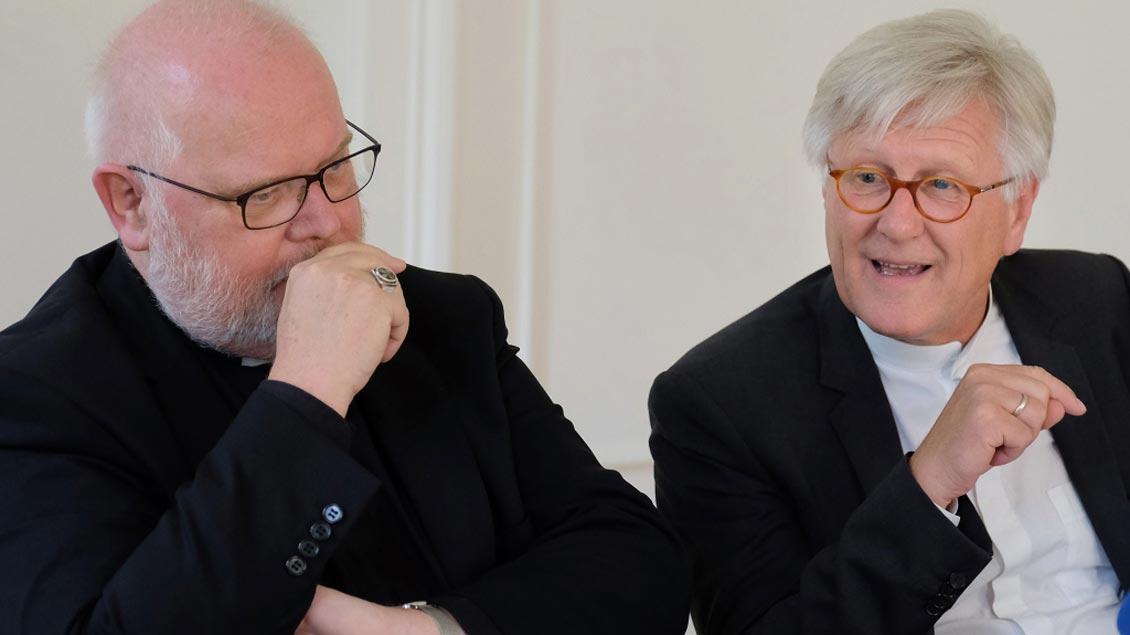 Kardinal Reinhard Marx (v.l.) und Landesbischof Heinrich Bedford-Strohm. Foto: KNA