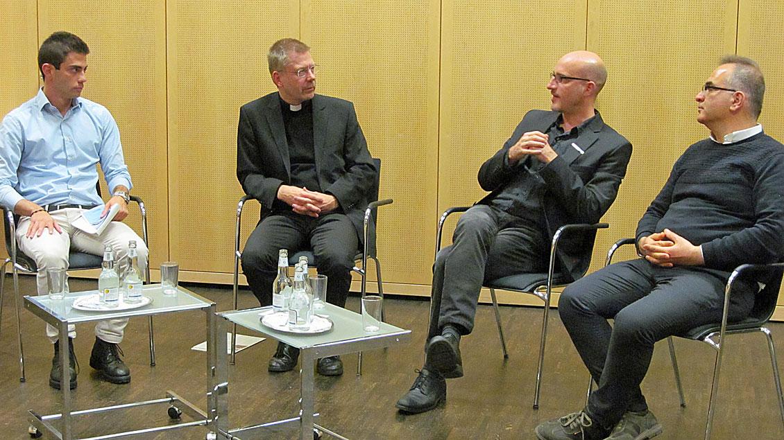 Diskussionsrunde über die Lage der Christen in verschiedenen Ländern Afrikas un des Nahen und Mittleren Ostens.