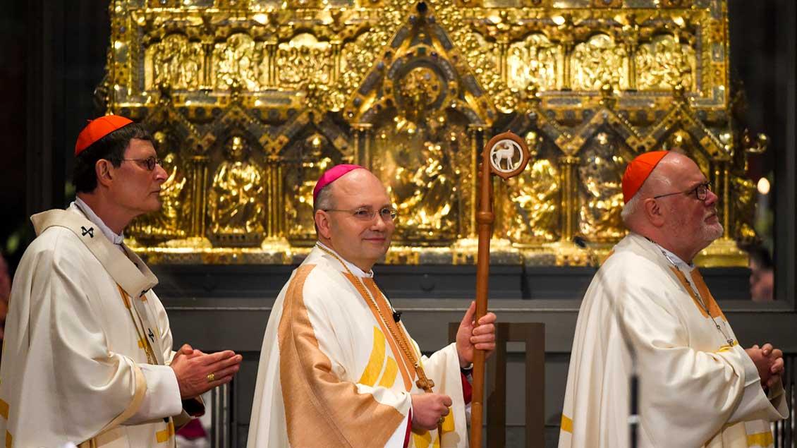 Der neue Bischof von Aachen, Helmut Dieser (Mitte), mit dem Kölner Kardinal Rainer Maria Woelki (links) und dem Münchner Kardinal Reinhard Marx.