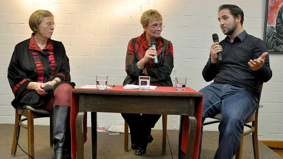 (v.l.) Marianne Heimbach-Steins, Moderatorin Eva-Maria Streier und Hakki Arslan.