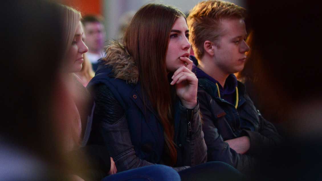 Jugendliche bei der Katechese in der Jugendkirche Effata in Münster. Bilderstrecke startet mit Klick auf das Bild.