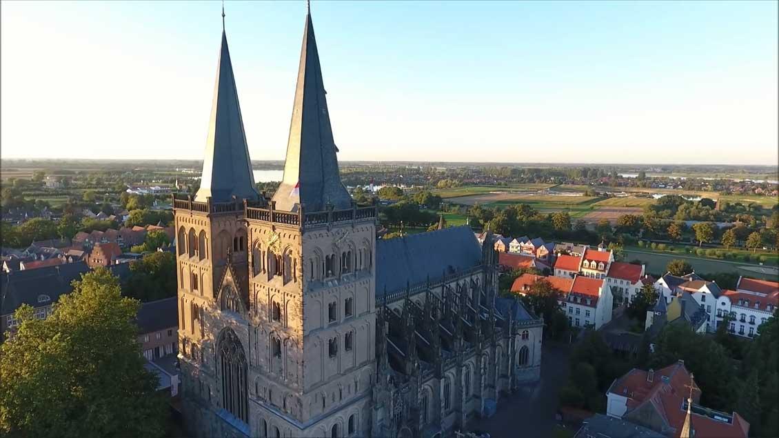 Der Xantener Dom. In Szene gesetzt von Justus Lemkens.