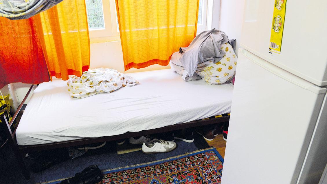 Leeres Bett in einer Flüchtlingsunterkunft in Waltrop: Viele Zimmer in den Aufnahme-Einrichtungen sind derzeit nicht belegt.