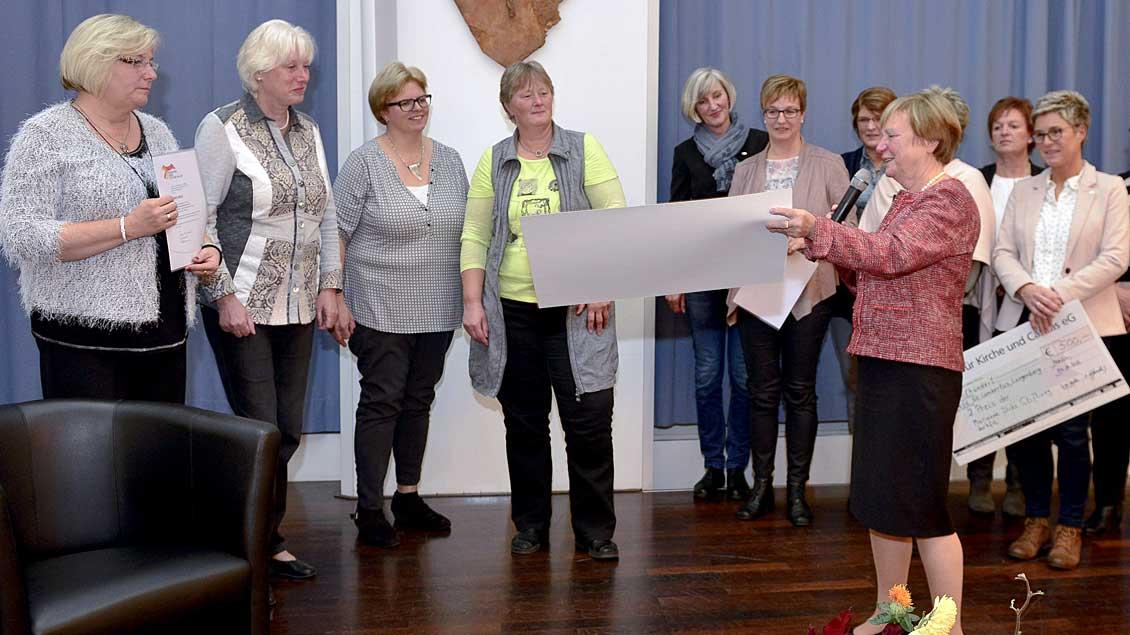 """Für ihre Gruppe """"kfd30plus"""" wurde die KFD-Albachten mit dem Preis der Marianne-Dirks-Stiftung ausgezeichnet."""