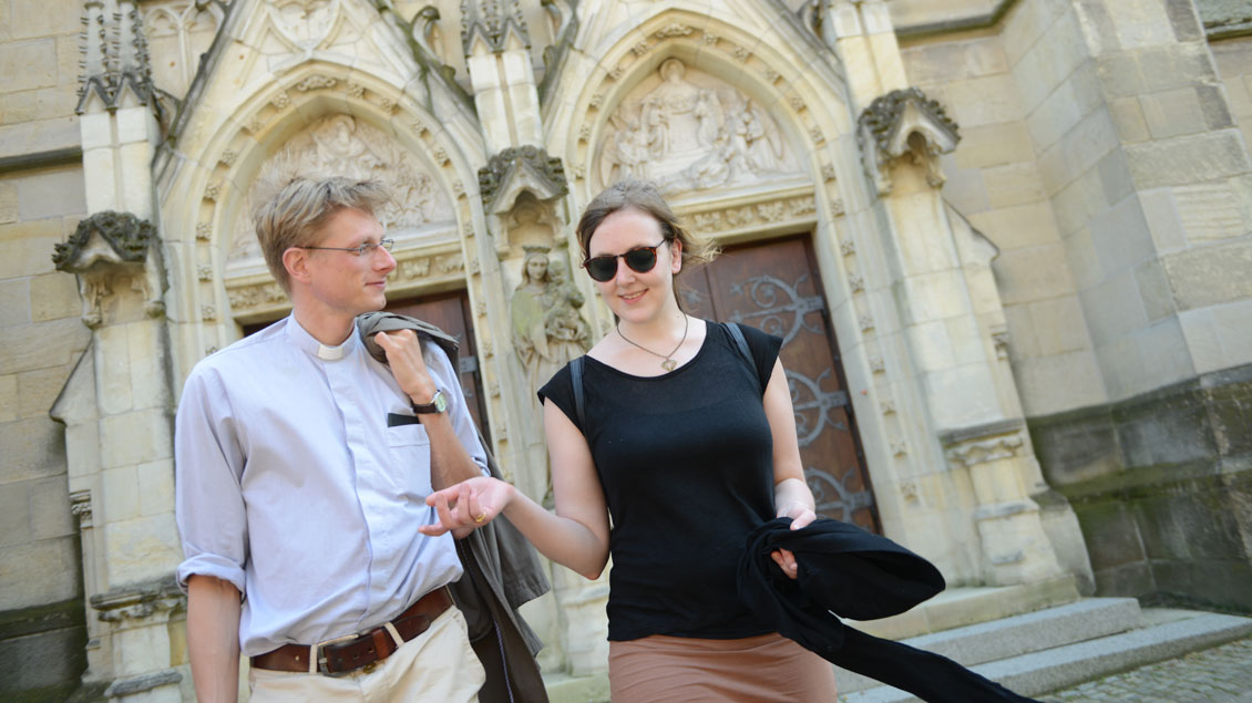 Zwei Welten, ein gemeinsames Jahr: Valerie Schönian und Kaplan von Boeselager.