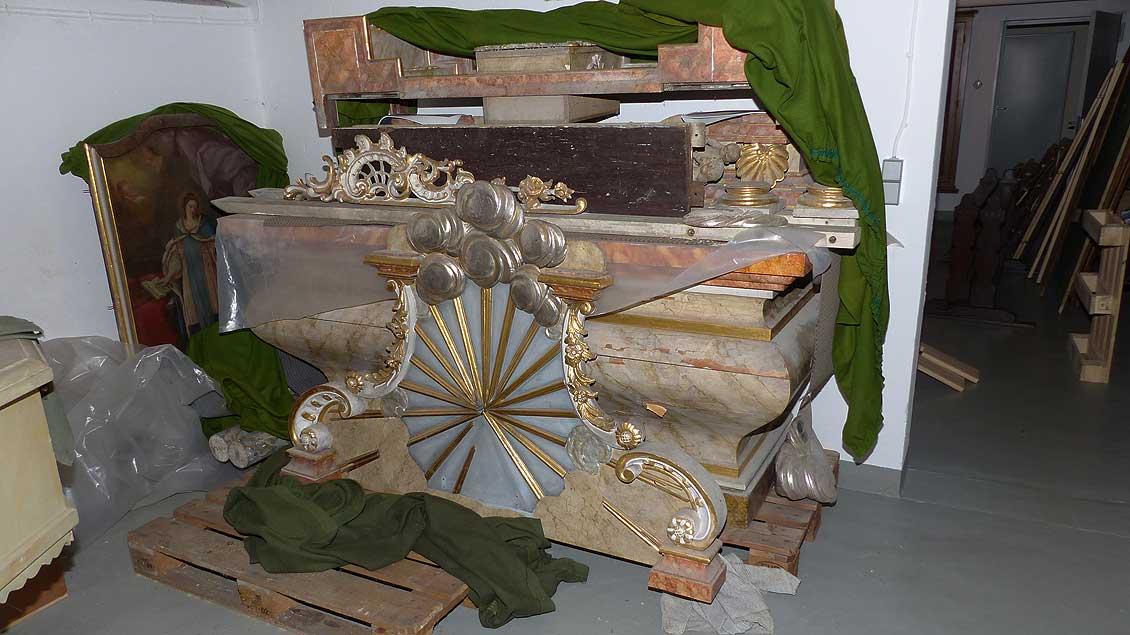 Zerlegte Elisabeth-Altar im Keller des Verwaltungsgebäudes der Pfarrgemeinde Mariä Himmelfahrt in Vechta. | Foto: Franz-Josef Scheeben