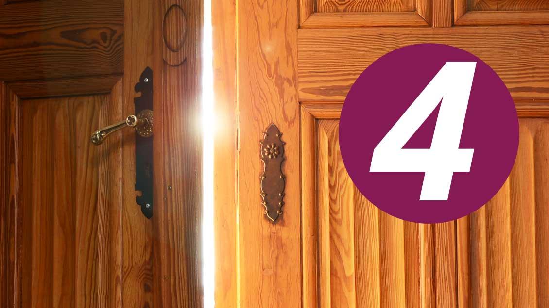 4. Dezember: Was verbirgt sich hinter dieser Tür im Kirche+Leben-Adventskalender?