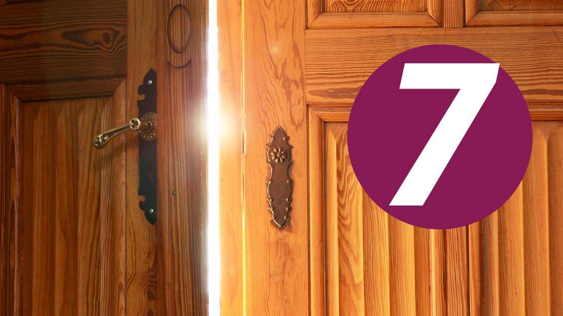 7. Dezember: Was verbirgt sich hinter dieser Tür im Kirche+Leben-Adventskalender?
