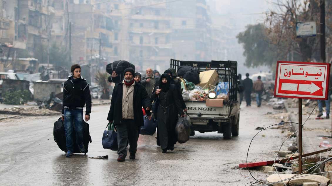 Menschen in Aleppo auf der Flucht.