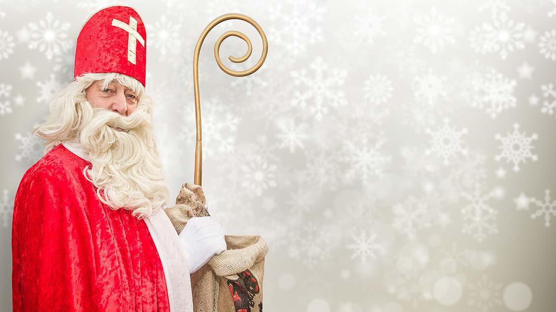 Passend ausgestatteter Nikolaus-Darsteller.