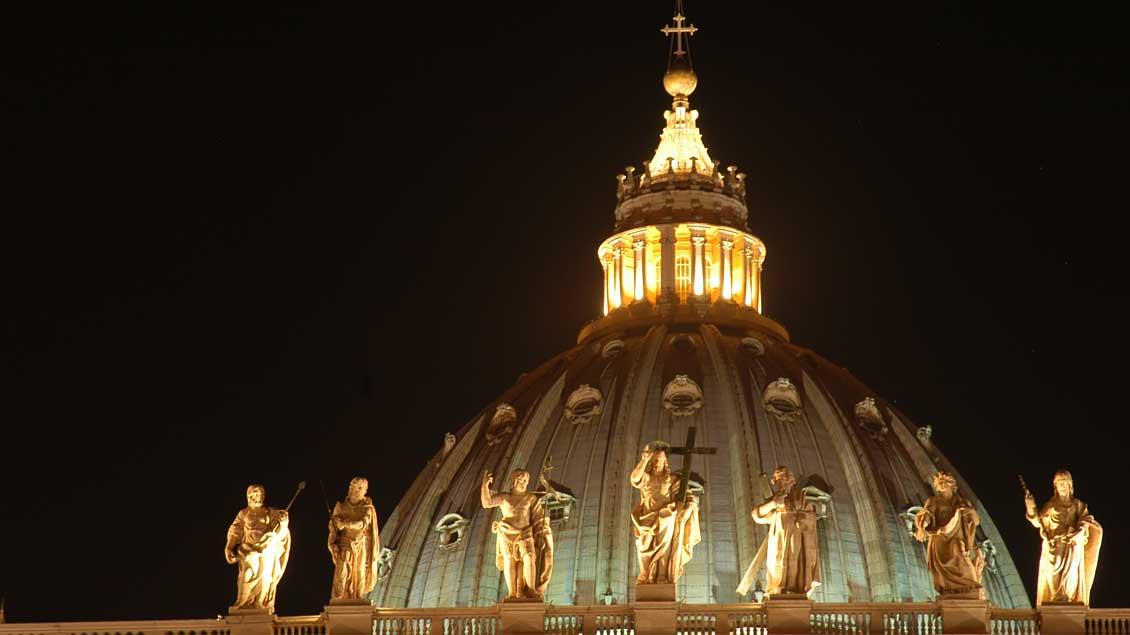 Die Kuppel des Petersdoms im Vatikan. Foto: Michael Bönte
