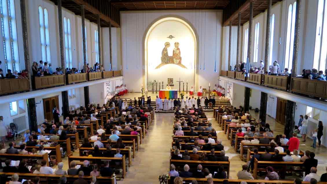 Blick in die Mutterhauskirche der Mauritzer Franziskanerinnen in Münster. Der Deutschlandfunk überträgt am Neujahrstag den dortigen Gottesdienst.
