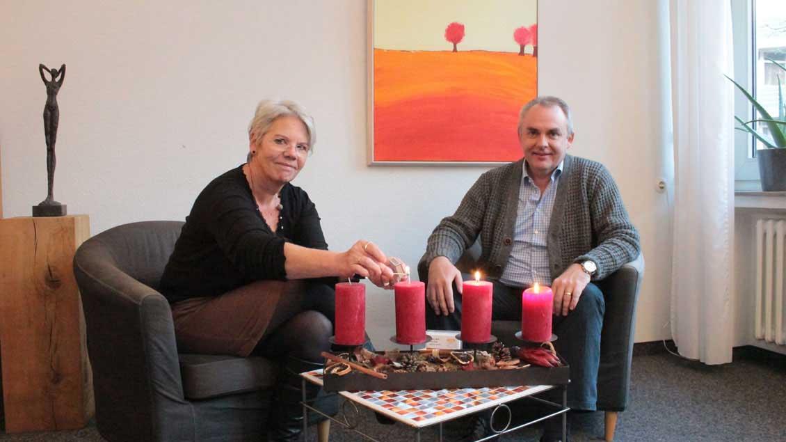 Rita Hülskemper und Thomas Kamm wissen um die Probleme der Ratsuchenden im Advent.