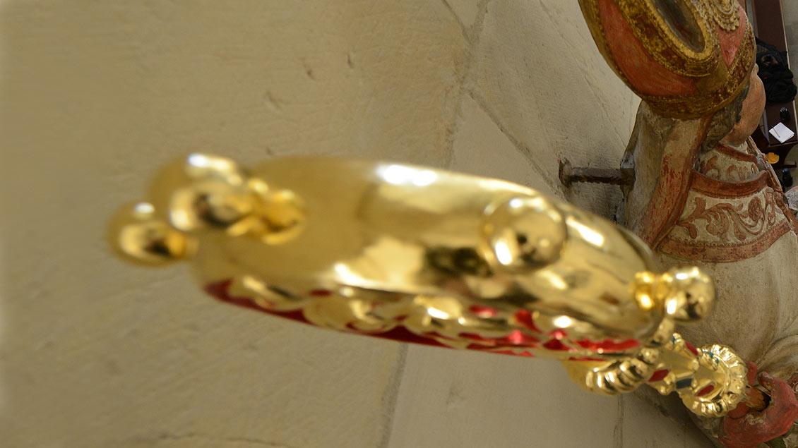 Bischofsstab in der Hand der Liborius-Figur.