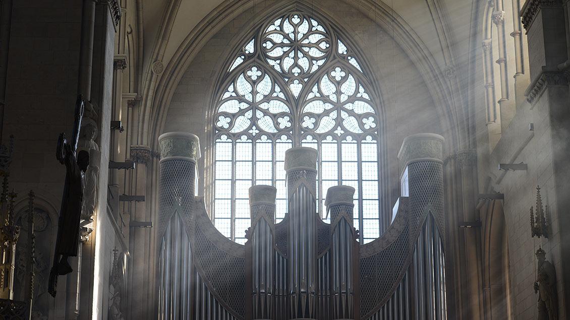 Lichteinfall über der Orgel im Südflügel des Doms.