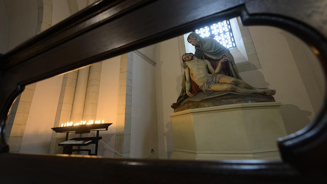 Pieta unter dem Nordturm des Doms.