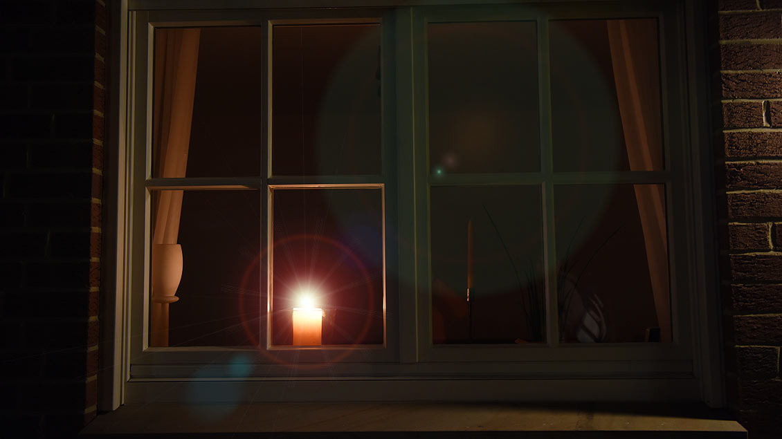 Am Gedenktag für verstorbene Kinder werden weltweit Kerzen in die Fenster gestellt.