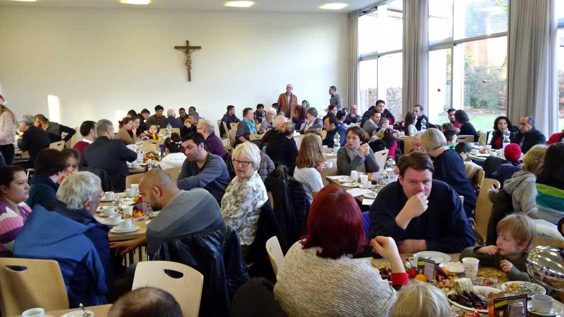 Ein internationales Wintercafé des Caritas-Fachdienstes in Gronau brachte wenige Tage vor Weihnachten Zugewanderte und Einheimische zusammen.