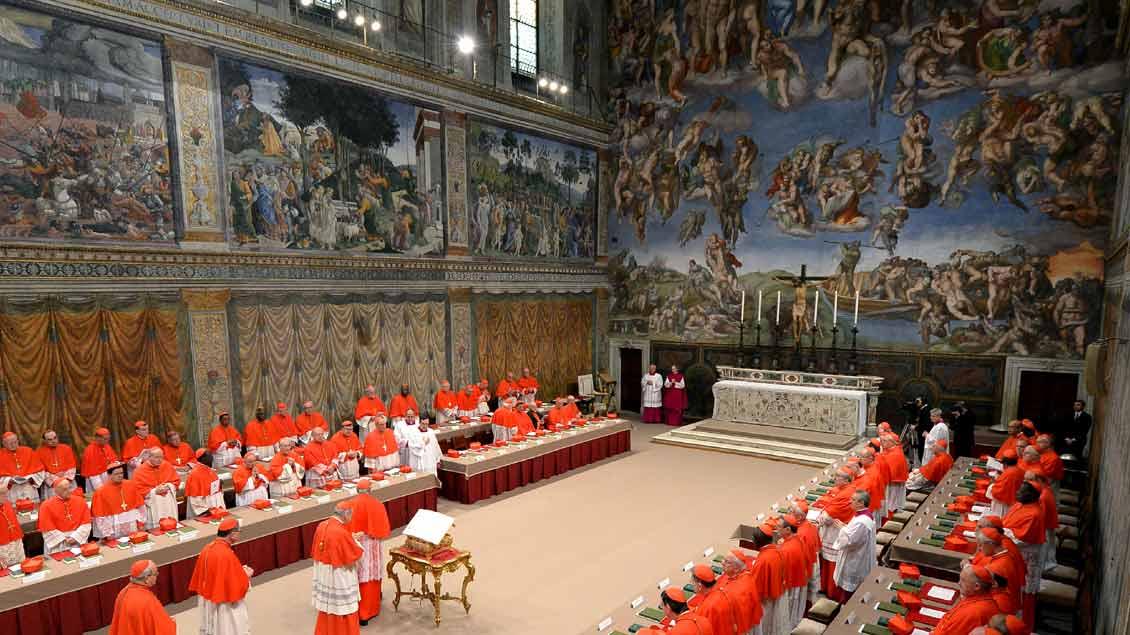 Der Papst wird in der Sixtinischen Kapelle gewählt.