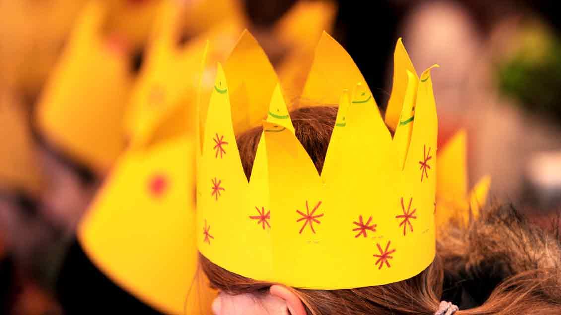Sternsinger mit typischem Erkennungszeichen: der Krone.