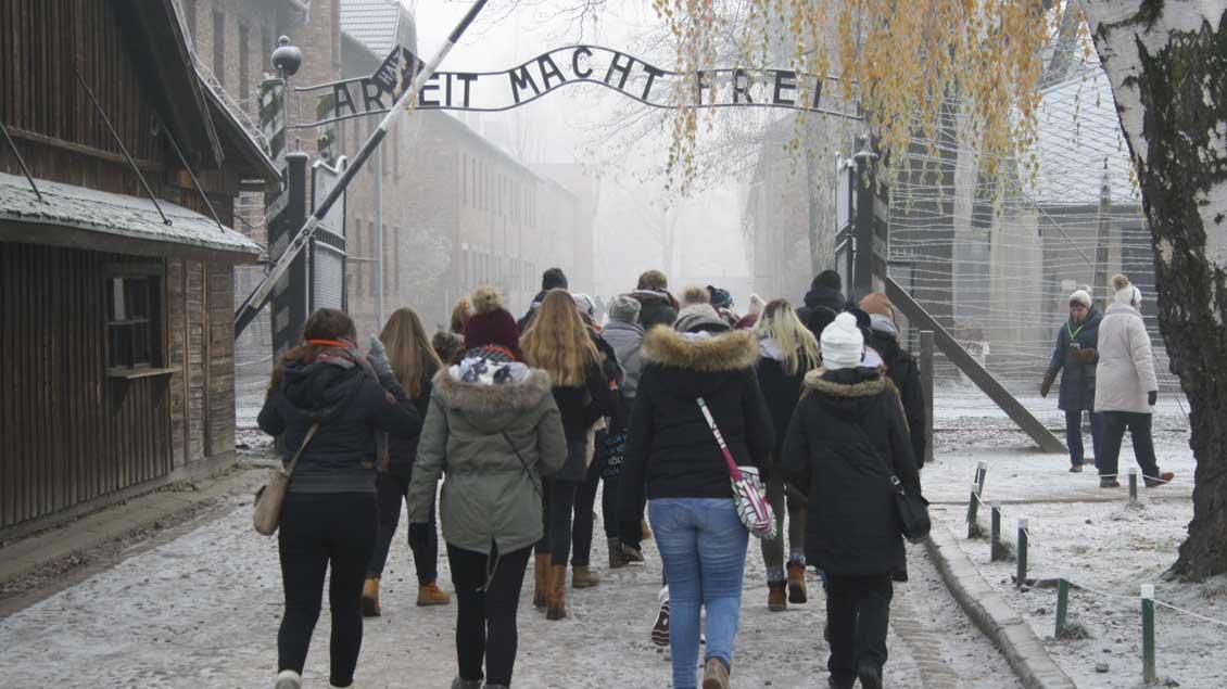 Schülerinnen der Xantener Marienschule im Konzentrationslager Auschwitz I.