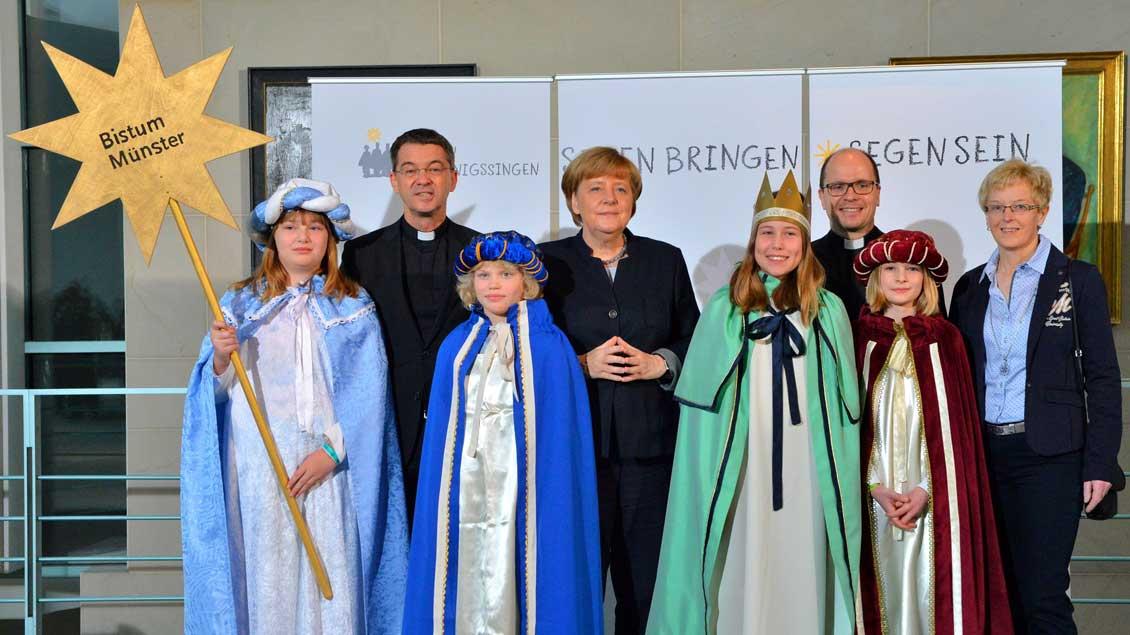 Die Sternsinger aus Bakum bei Bundeskanzlerin Angela Merkel.