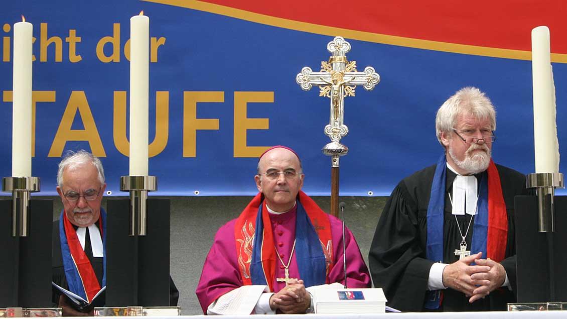 Pfarrer Bernd Krefis, Bischof Felix Genn und Alfred Buß.