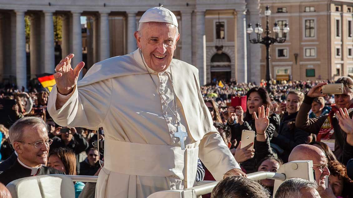 Papst Franziskus betont, dass Generalaudienzen kostenlos sind..