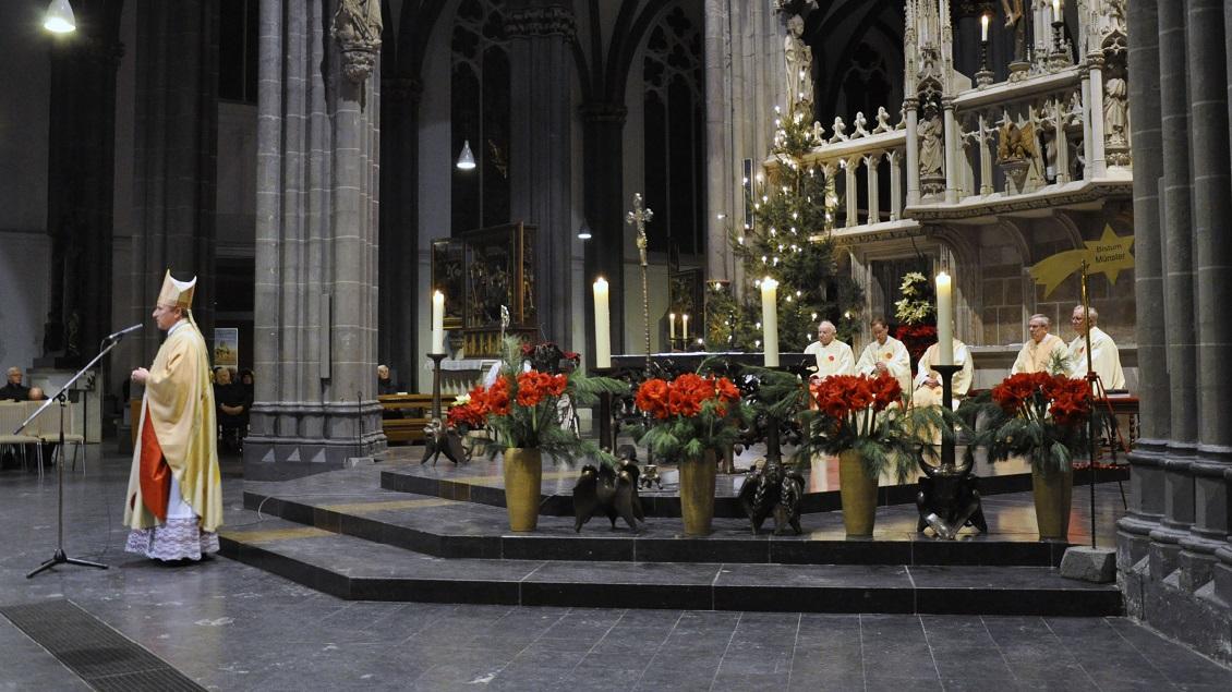 Bei seiner letzten Predigt im Xantener Dom bedankte sich Weihbischof Wilfried Theising für die vielen guten Erfahrungen, die er in der Gemeinde gemacht hat.