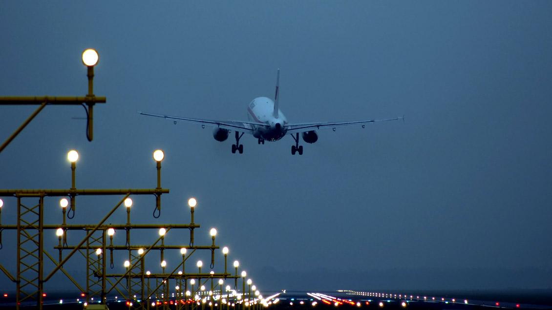 25 Afghanen sind am Montag von Frankfurt nach Kabul ausgeflogen worden.