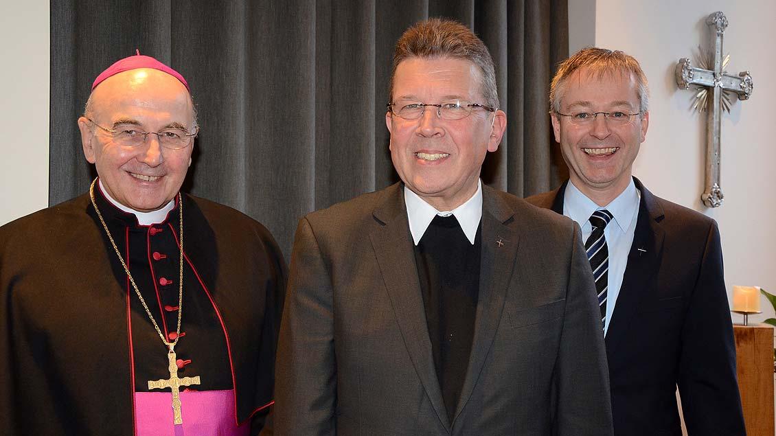 Beim Empfang zur Verabschiedung (von links): Bischof Felix Genn, Pater Manfred Kollig und Generalvikar Norbert Köster.