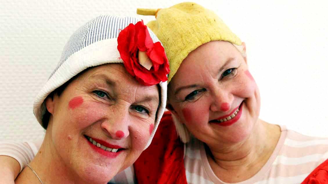 Sie zaubern Frohsinn in die Krankenzimmer: Nuria Hansen (links) und Simone Faßnacht.