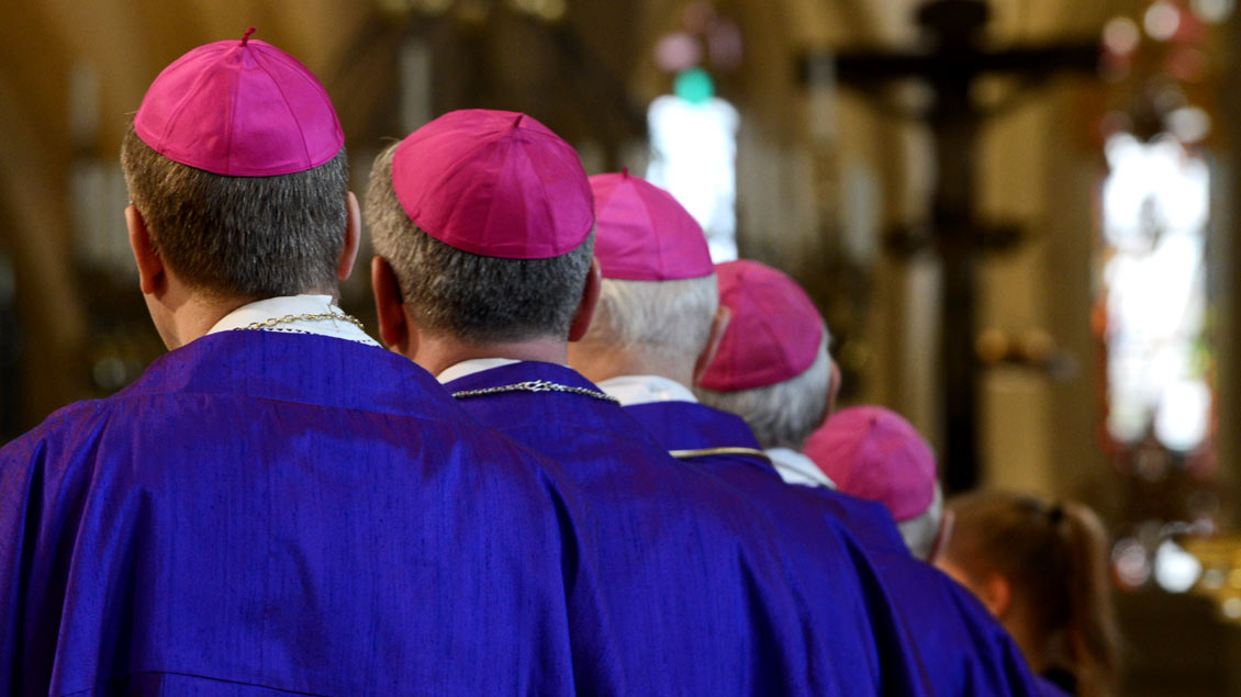 """ZdK-Präsident Thomas Sternberg lobt den einheitlichen Willen der deutschen Bischöfe, der Gewissensentscheidung von wiederverheirateten Geschiedenen eine """"zentrale Bedeutung"""" zu geben."""