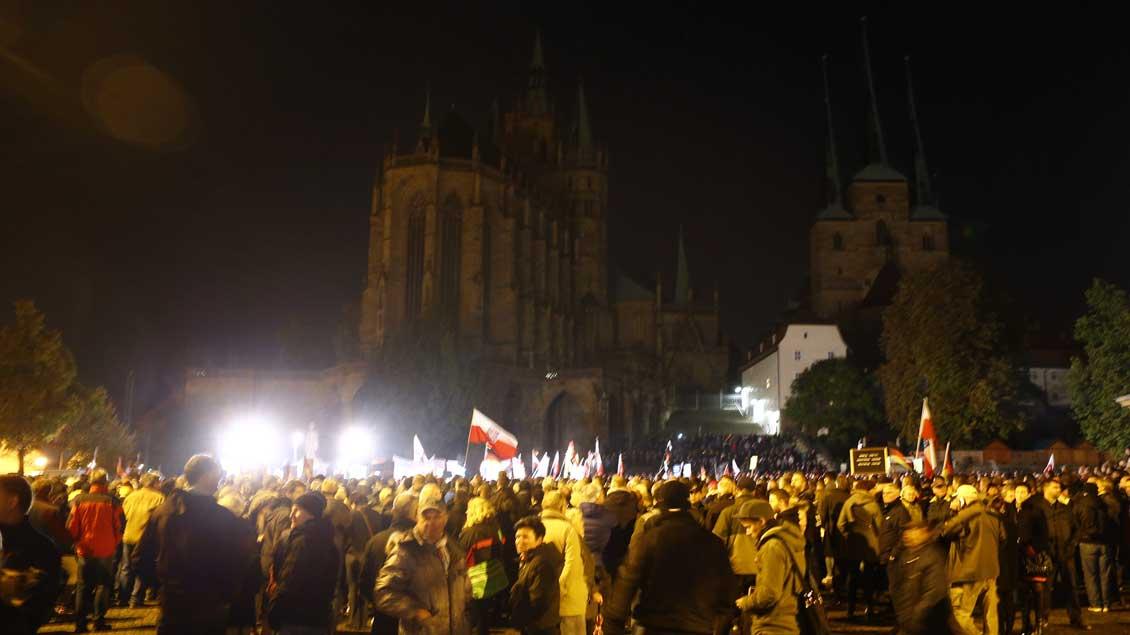 Anlässlich einer Demonstration der AfD in Erfurt im Oktober 2015 blieb die Beleuchtung der Kathedrale ausgeschaltet.