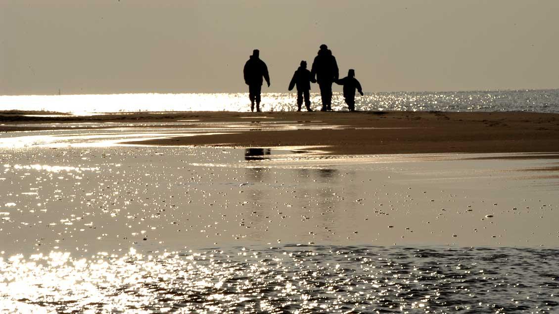 Für Ferien in Deutschland wie hier an der Nordsee gibt es finanzielle Unterstütztung für Familien mit geringem Einkommen.