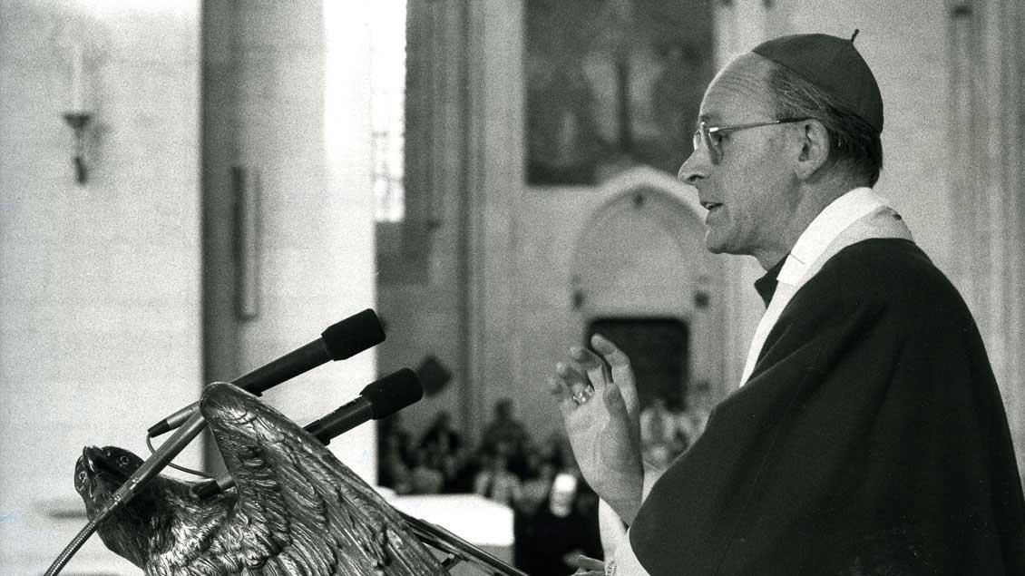 Bischof Franz Kamphaus predigt 1987 im St.-Paulus-Dom in Münster. | Foto: Archiv