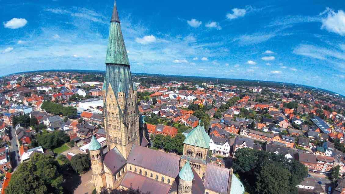 """""""Seelsorge braucht Nähe, klar"""", sagt der Pastoralreferent Thomas Equit. """"Aber das geschieht doch nicht nur mit Blick auf die Hauptamtlichen."""" Unser Bild zeigt die St.-Antonius-Kirche in Rheine, eine Großpfarrei mit sieben Bezirken und eigenen Ge"""