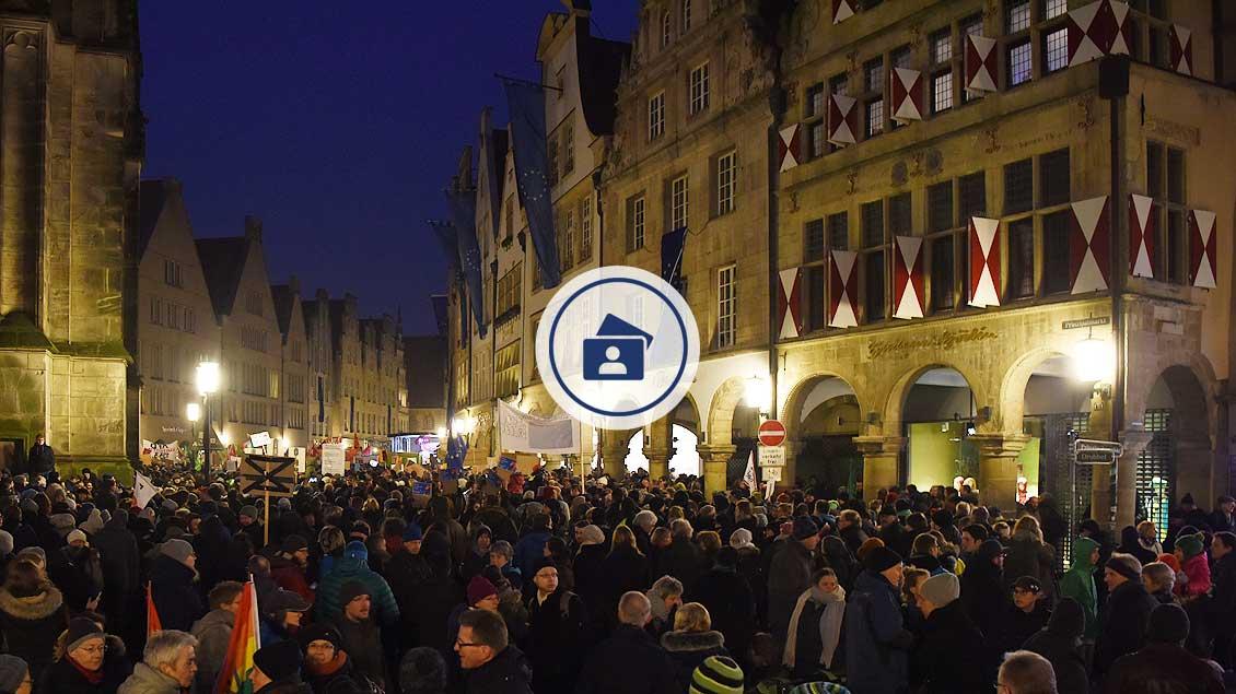 Die »Gute Stube« von Münster war voll. Tausende Demonstranten waren zur Kundgebung gekommen. | Foto: Michael Bönte
