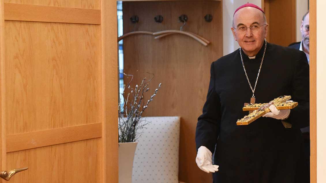 Bischof Felix Genn mit dem Borghorster Stiftskreuz