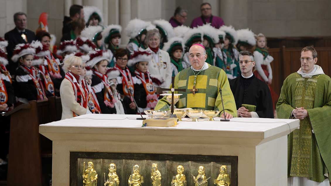 Bischof Felix Genn, hier bei der Messe mit den Karnevalisten 2014.