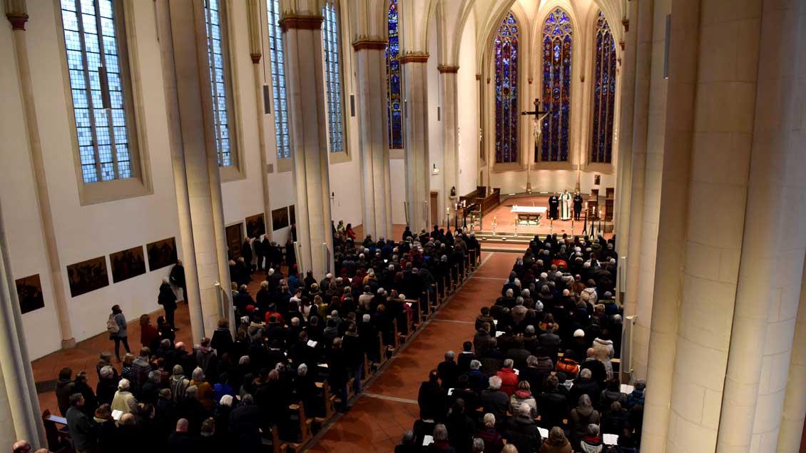Rund 1000 Gläubige nahmen an dem Friedensgebet in der Überwasserkirche teil.
