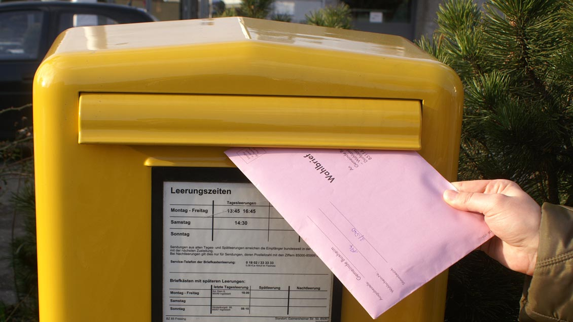 Der Pfarreirat kann im Bistum Münster erstmals per allgemeiner Briefwahl bestimmt werden. Foto: Norbert Staudt / pixelio.de
