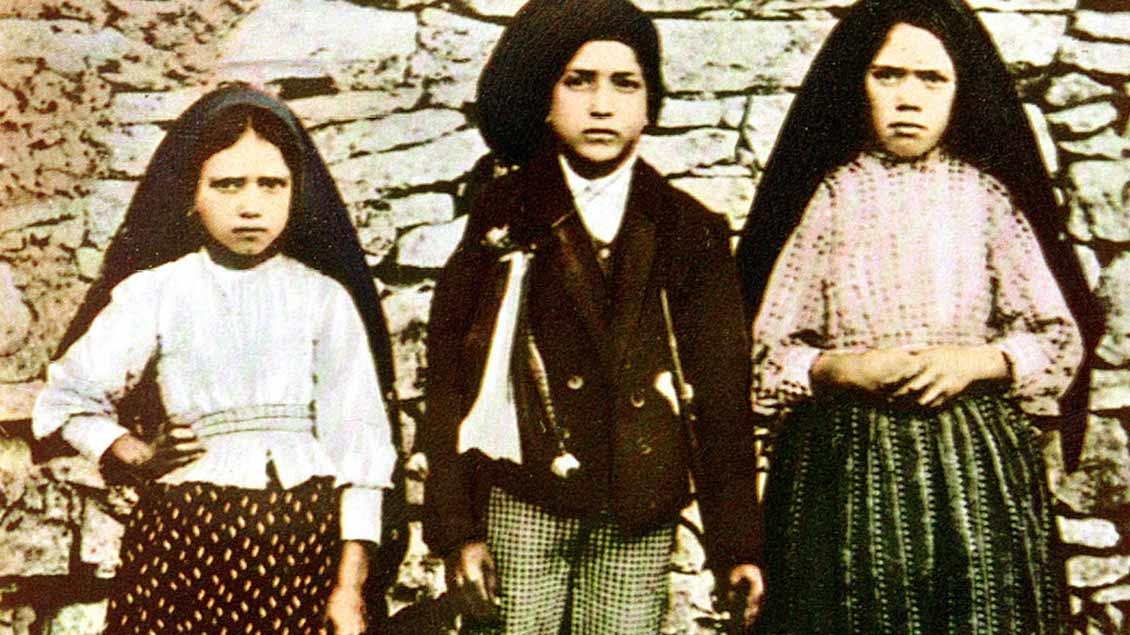 Die drei »Seherkinder« von Fatima (von links): Jacinta Marto, Francisco Marto und Lucia dos Santos. Jacinta und Franciso Marto könnten bald heiliggesprochen werden.